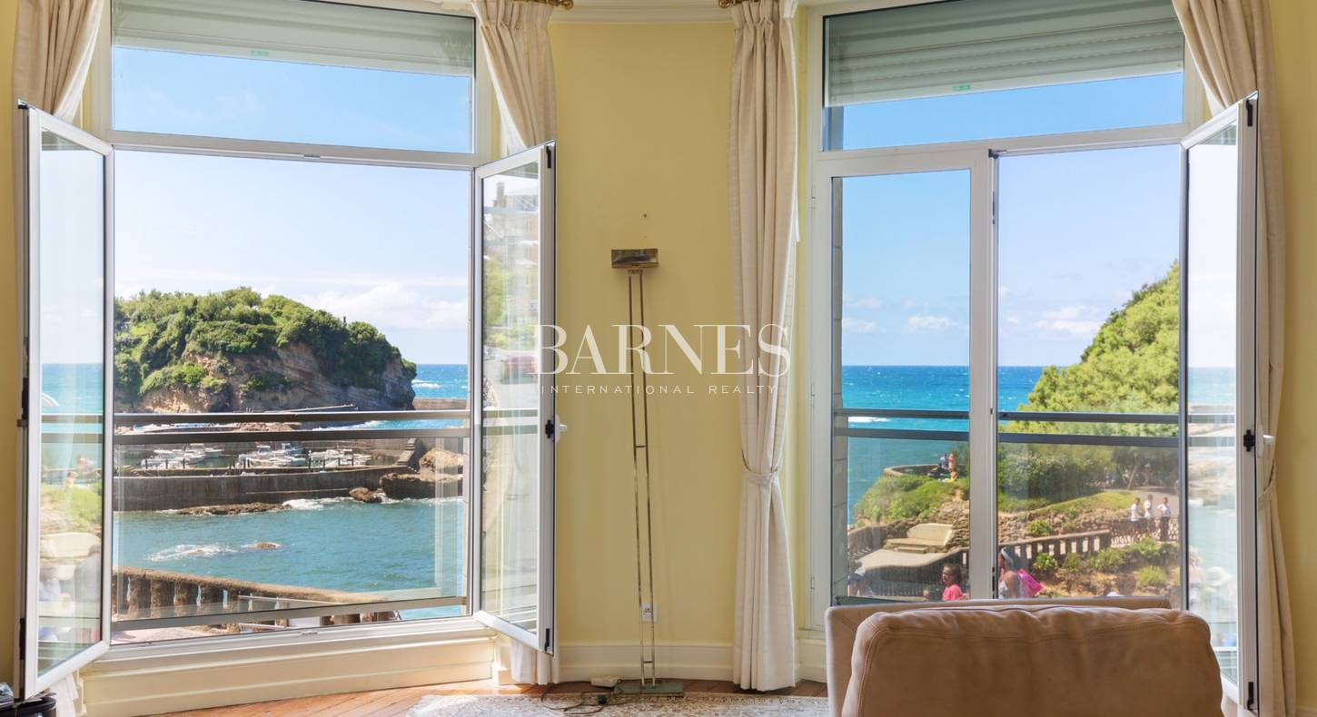 Show - Real estate agency Biarritz - Luxury houses and apartments Basque Country