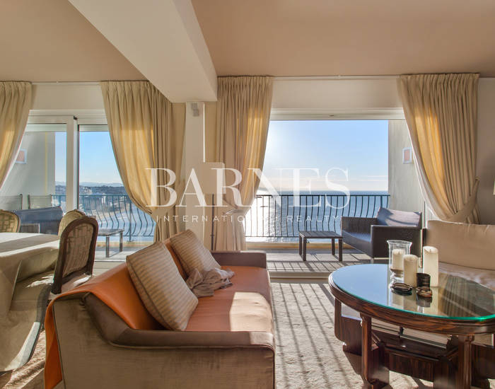 BIARRITZ FACING THE SEA, BEAUTIFUL APARTMENT WITH BALCONY