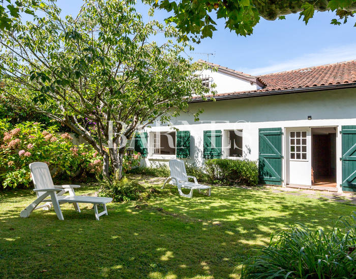 BIARRITZ, CLOSE TO THE TOWN CENTER, XVIIIth CENTURY PROPERTY WITH GARDEN