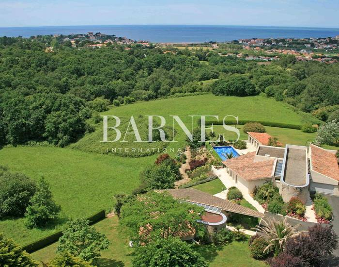 BIDART, GORGEOUS CONTEMPORARY HOME ON 3,5 HA OF LAND WITH PANORAMIC SEA VIEWS