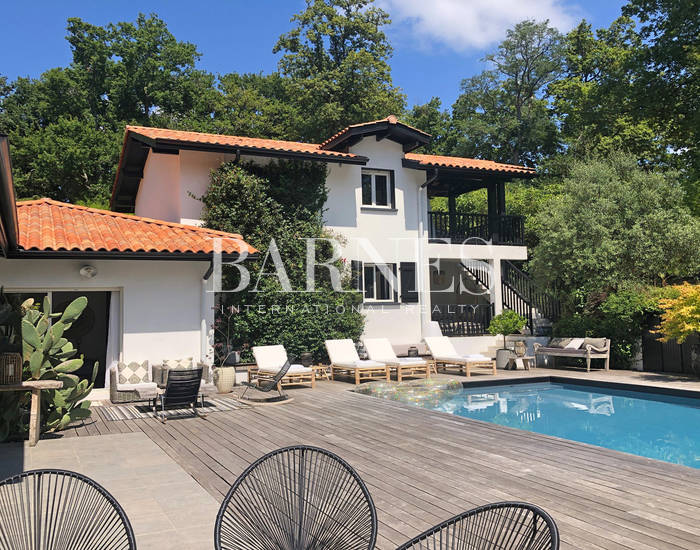 BIARRITZ, MAGNIFICENT RENOVATED PROPERTY