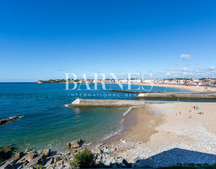 CIBOURE, PANORAMIC VIEW OF THE SAINT JEAN DE LUZ BAY, 100 SQM APARTMENT
