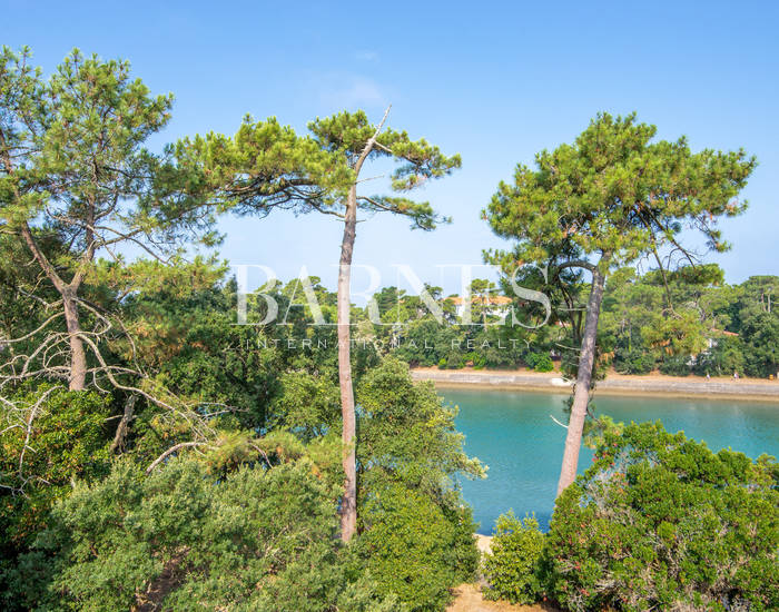 HOSSEGOR, WITHIN WALKING DISTANCE TO THE TOWN CENTRE, LAKE AND BEACHES