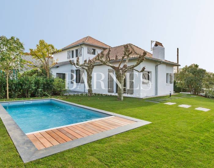 BIARRITZ SAINT CHARLES RENOVATED HOME WITH POOL