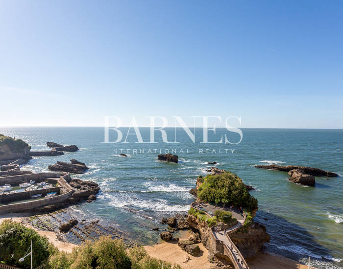HEART OF TOWN, BEAUTIFUL APARTMENT WITH A PANORAMIC VIEW OF THE OCEAN