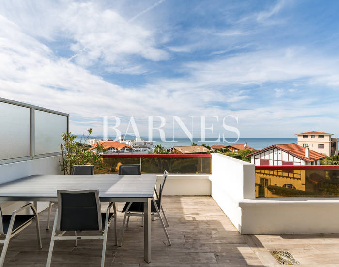 BIARRITZ MILADY AREA, BEAUTIFUL DUPLEX APARTMENT WITH TERRACES, SUPERB VIEW OF THE SEA AND THE MOUNTAINS