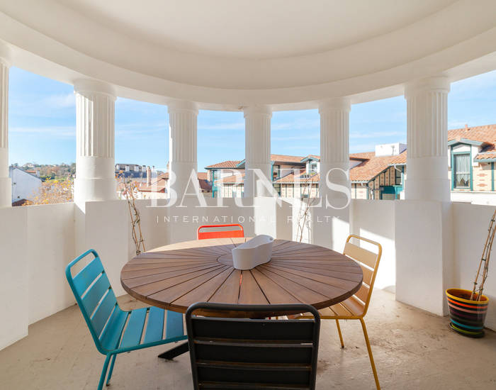 SAINT JEAN DE LUZ, EXCEPTIONAL APARTEMENT LOCATED IN A HEART THE CENTER