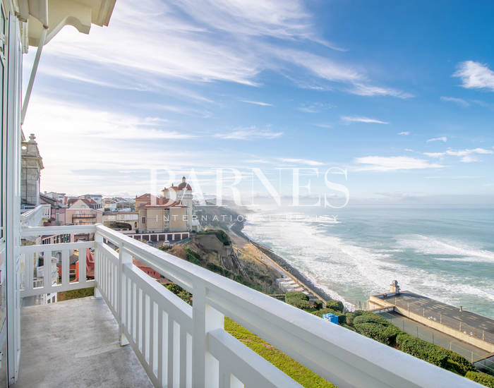 BIARRITZ TOWN CENTER, BEAUTIFUL 120 SQM APARTMENT FACING THE SEA AND MOUNTAINS