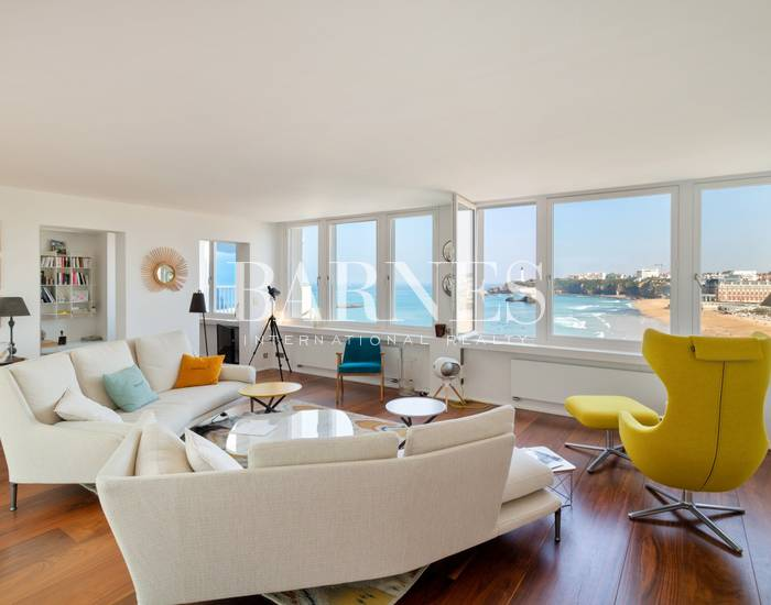 BIARRITZ, BELLEVUE PLAGE, APPARTEMENT DE 153 M² AVEC PATIO