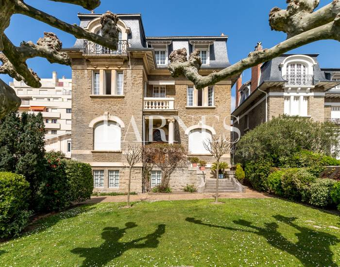 BIARRITZ, SAINT CHARLES, VAST APARTMENT WITH TERRACE