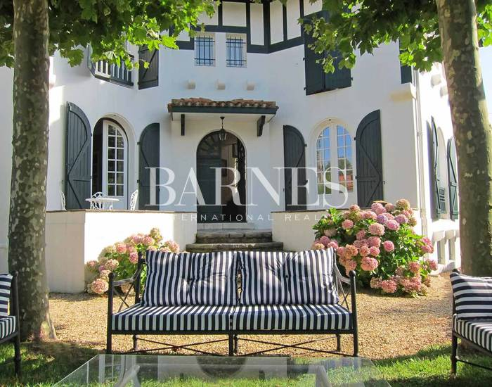 Biarritz Saint-Charles - House with garden, by walking distance to the beach - 10 till 14 persons.