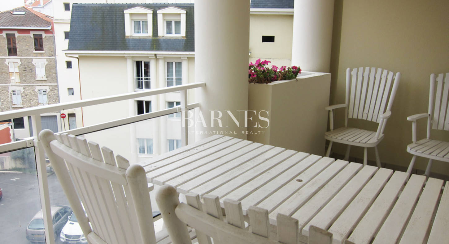 biarritz centre appartement plage a pied 4 personnes barnes c te basque. Black Bedroom Furniture Sets. Home Design Ideas