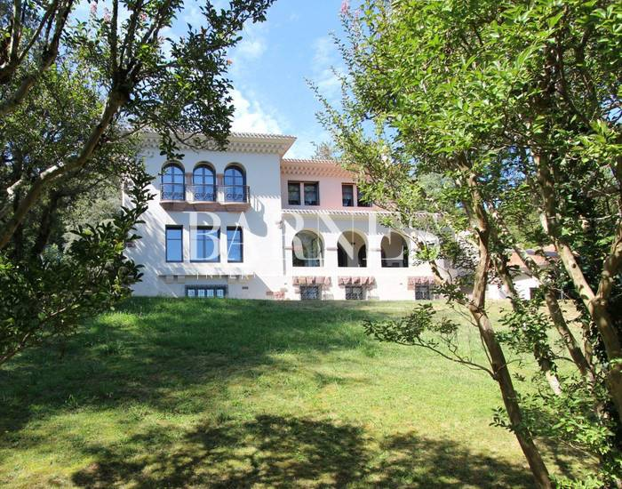 CIBOURE BORDAGAIN, SPENDIDE AERT DECO PROPERTY ON 4.676 SQM GARDEN, BEAUTIFUL VIEW OF THE MOUNTAINS
