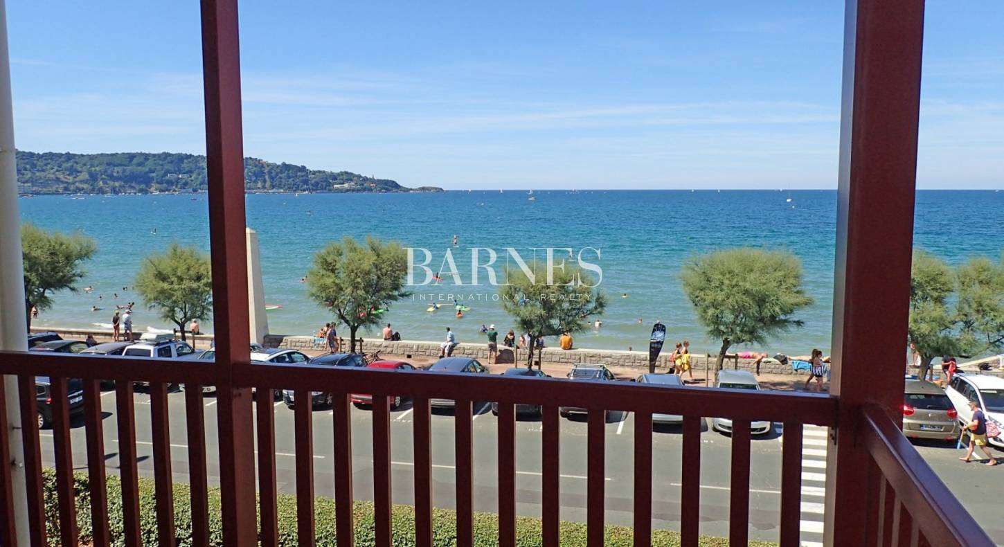 hendaye a vendre grand appartement de 235 m 1er rang vue mer avec terrasses barnes c te basque. Black Bedroom Furniture Sets. Home Design Ideas