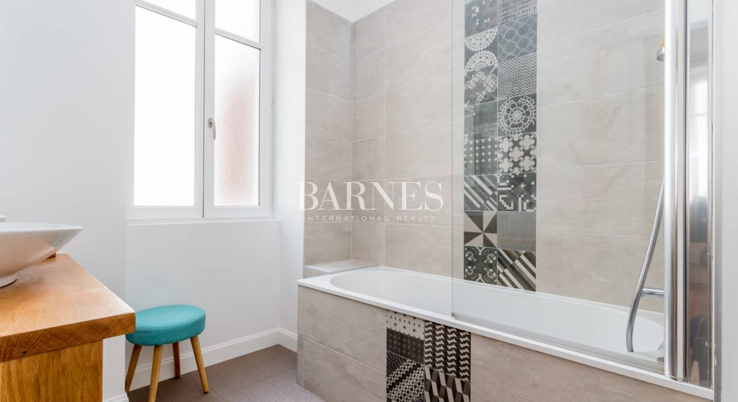 biarritz quartier des halles appartement de 87 m avec balcons barnes c te basque. Black Bedroom Furniture Sets. Home Design Ideas