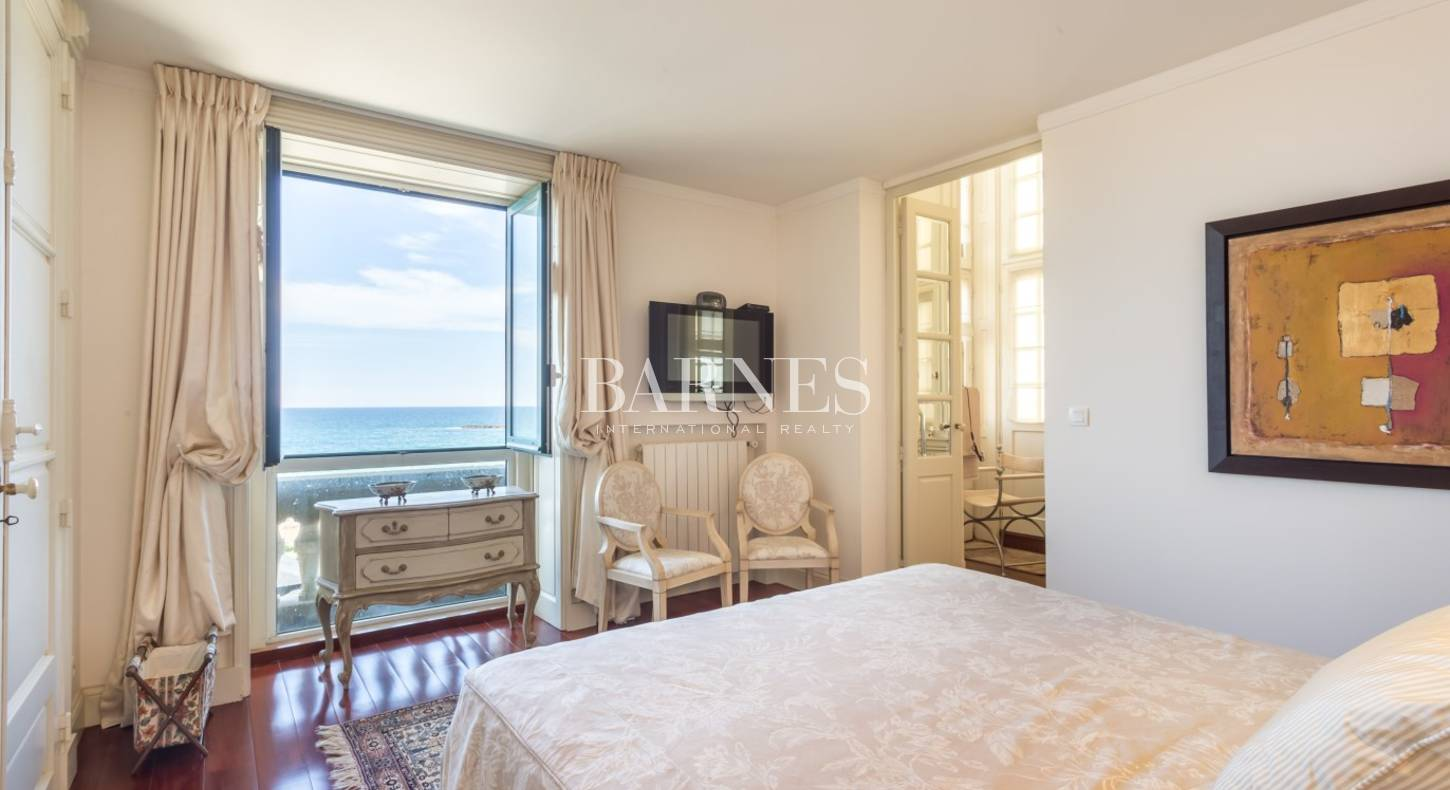 biarritz grande plage appartement vue mer entierement renove de 157 m avec terrasse barnes. Black Bedroom Furniture Sets. Home Design Ideas