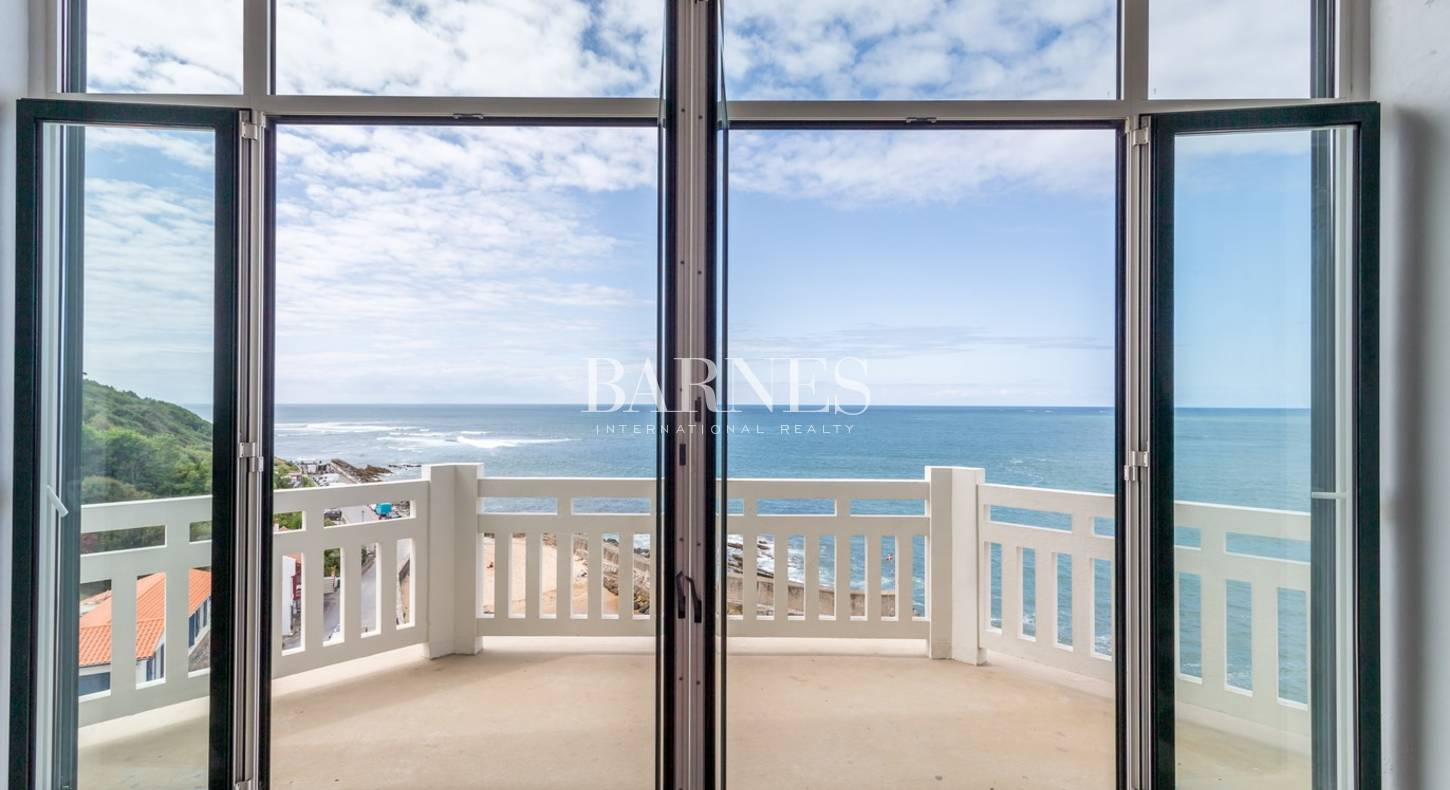Guethary appartement vue panoramique ocean barnes c te for Deco appartement olivia pope
