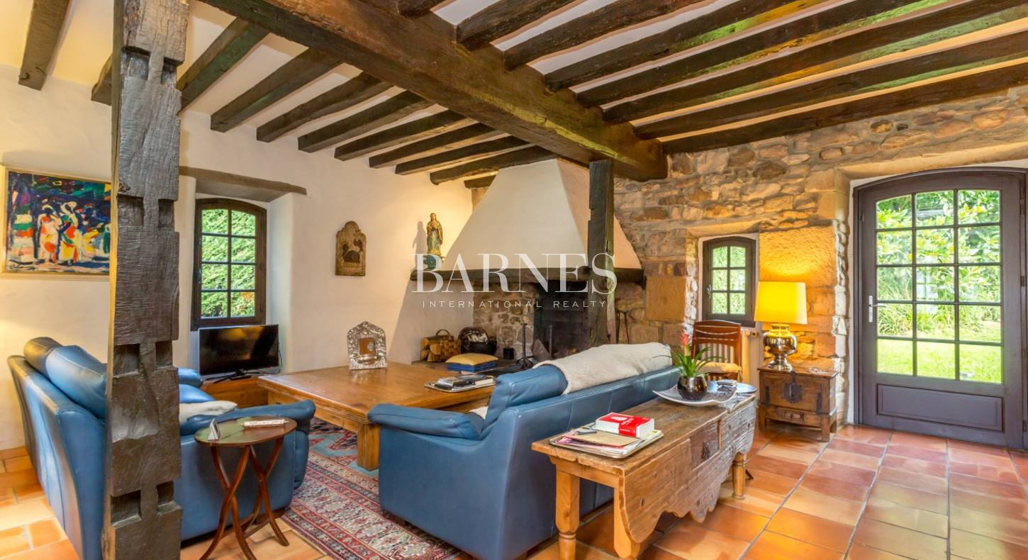ASCAIN, CHARMING HOUSE WITH GARDEN AND TERRACE, MOUNTAINS VIEW ...