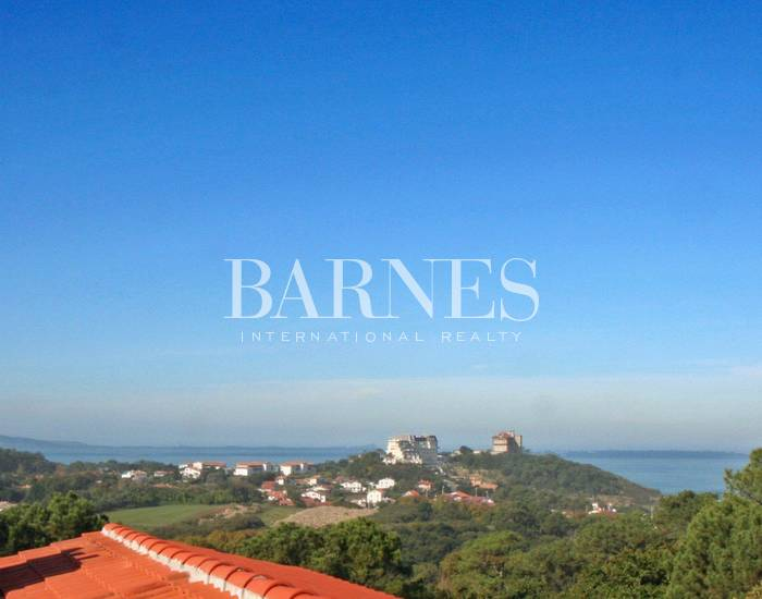 BIARRITZ, BEAUTIFUL APARTMENT OF 145 SQM, TERRACE WITH SEA VIEW
