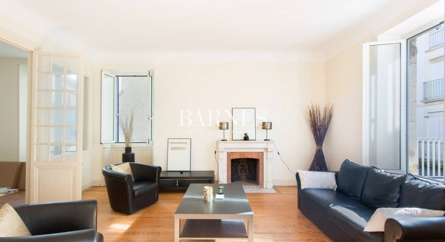 For Sale Flat Biarritz 144 M 5 Rooms 1 300 000