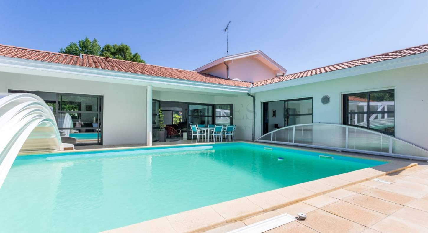 hossegor house covered swimming pool