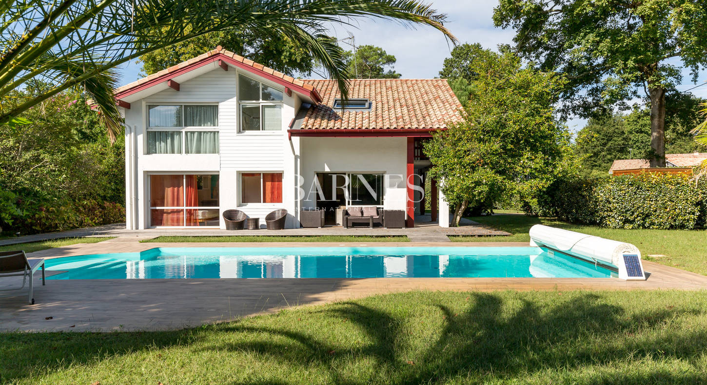 house for sale hossegor with swimming pool
