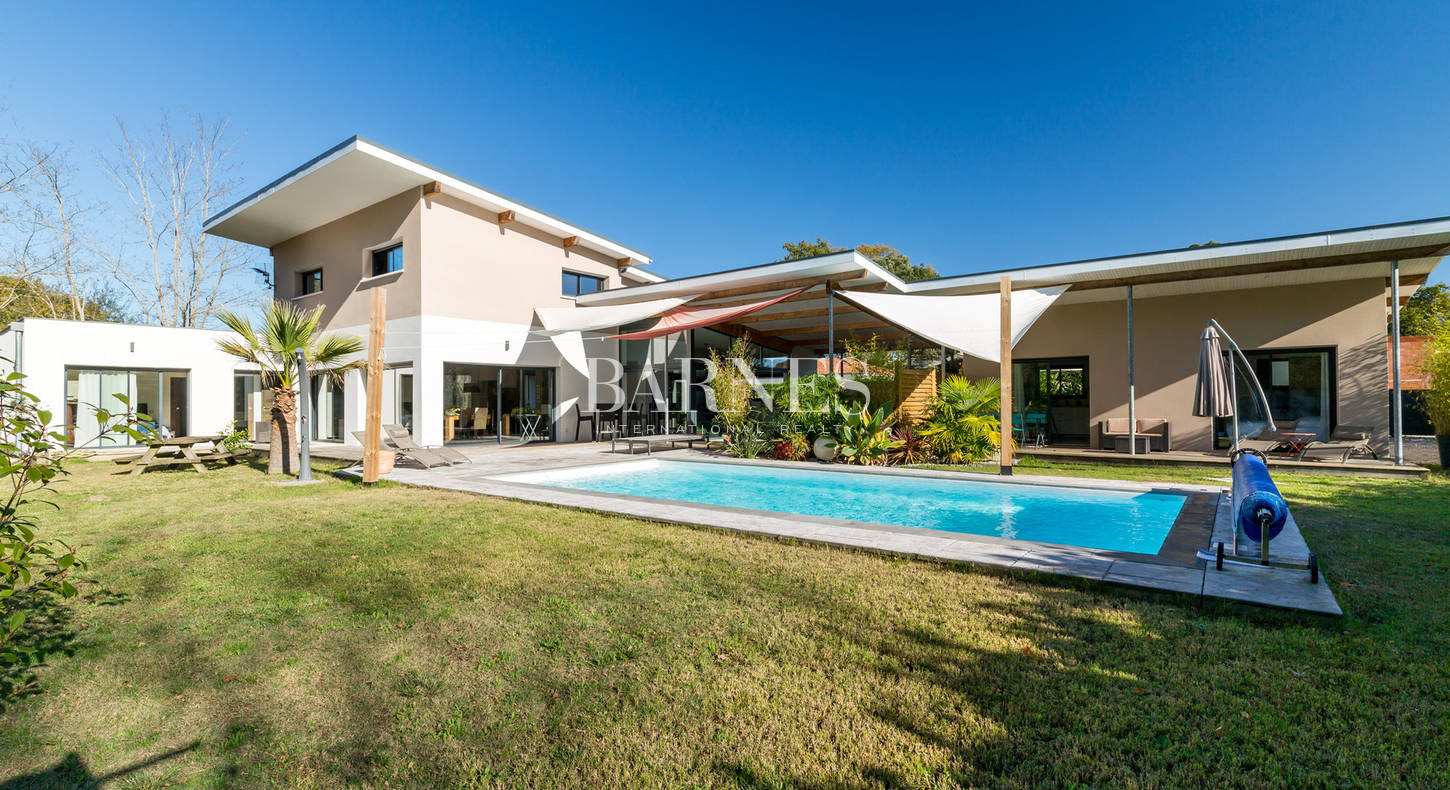 house with pool for sale near hossegor
